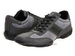Стильные и модные кроссовки Guess