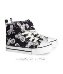 Новая фирменная обувь  для мальчика известных европейских марок  на лето